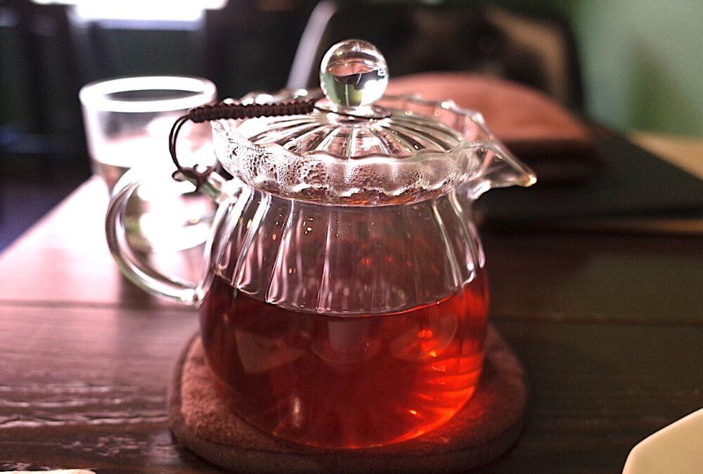 沖縄比嘉さんの羽地紅茶3種ブレンドのティーポット