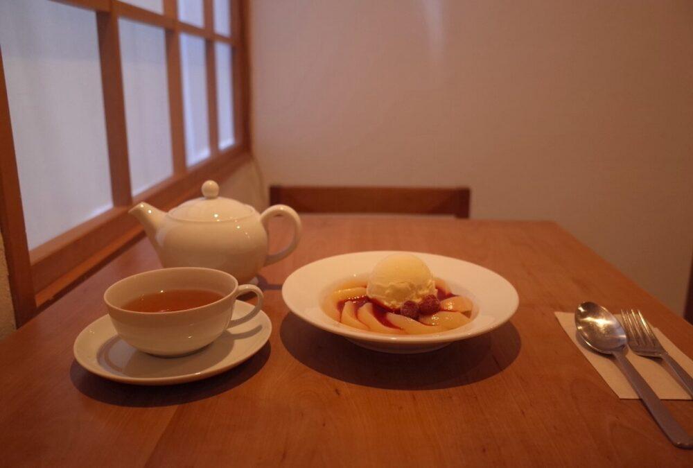 お茶とお菓子まやんちさんテーブル
